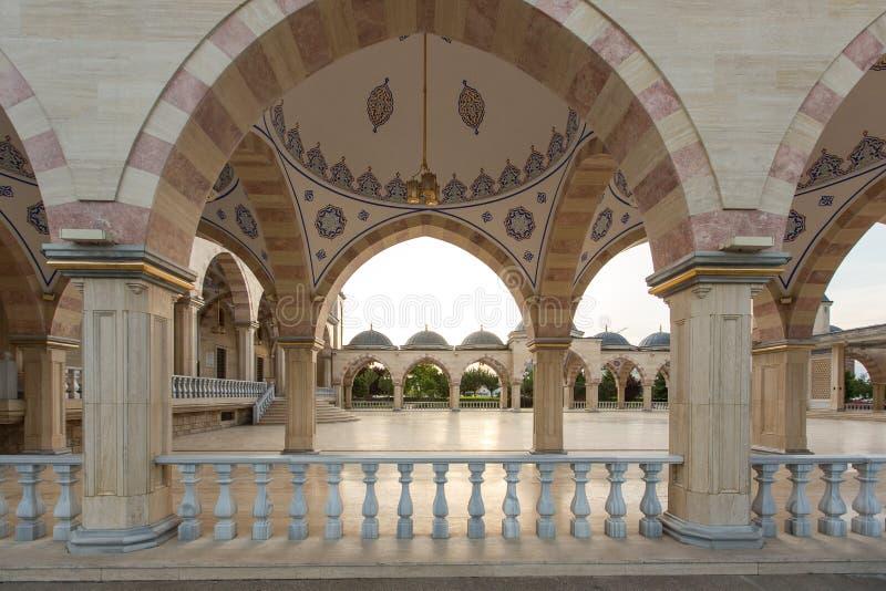 Esquadre na frente do coração do ` da mesquita do ` de Chechnya imagens de stock royalty free