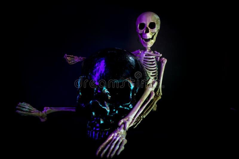 Esqueleto de néon vívido imagens de stock