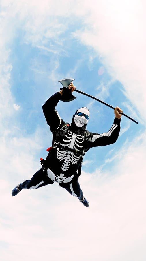 Esqueleto del traje del paracaidista, Halloween foto de archivo