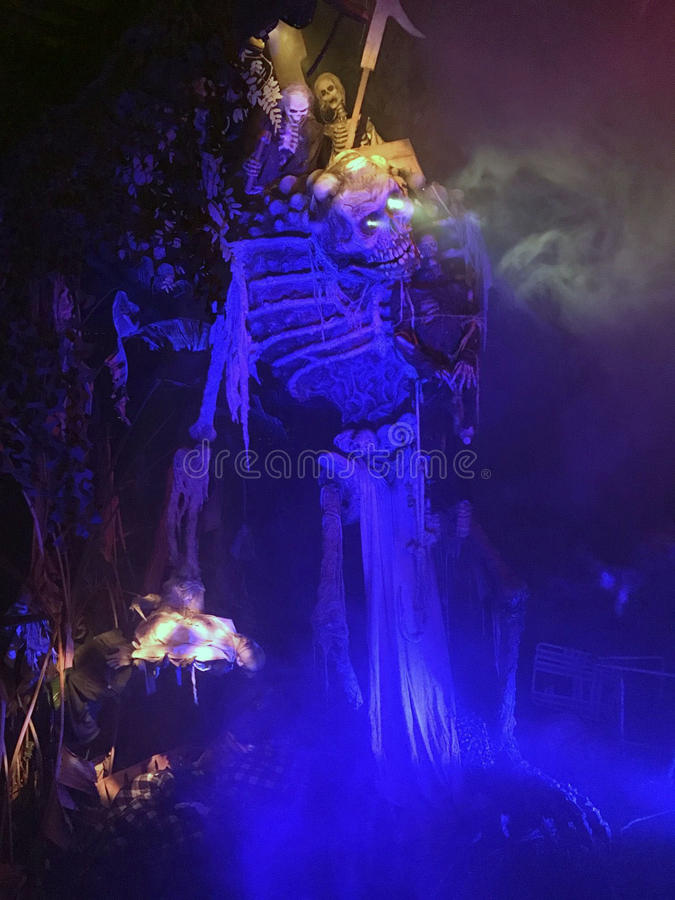 Esqueleto descubierto en el Aullido-O-grito en los jardines de Busch imagen de archivo libre de regalías