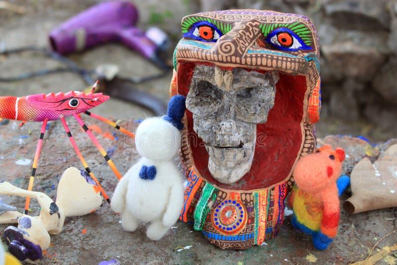 Esqueleto pintado à mão colorido mexicano dos crânios, dia de dias de los muertos dos mortos da morte fotos de stock royalty free