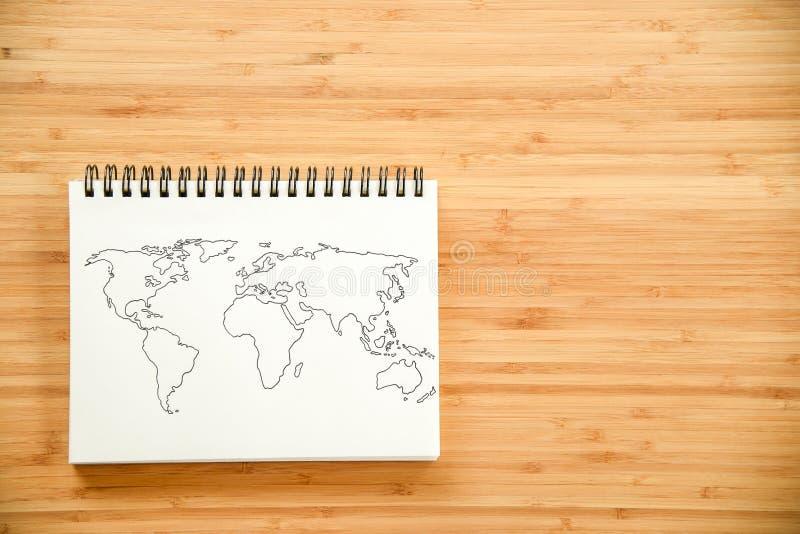 Esquema del mapa del mundo en el cuaderno imagen de archivo libre de regalías