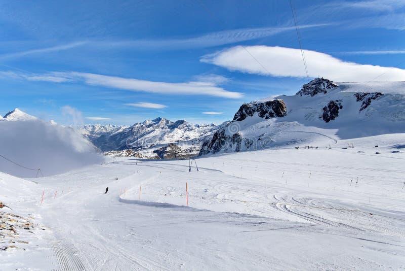 Esqui da montanha - rosa do platô, fuga em Suíça de Zermatt, ` Aosta de Itália, Valle d, Cervinia imagens de stock