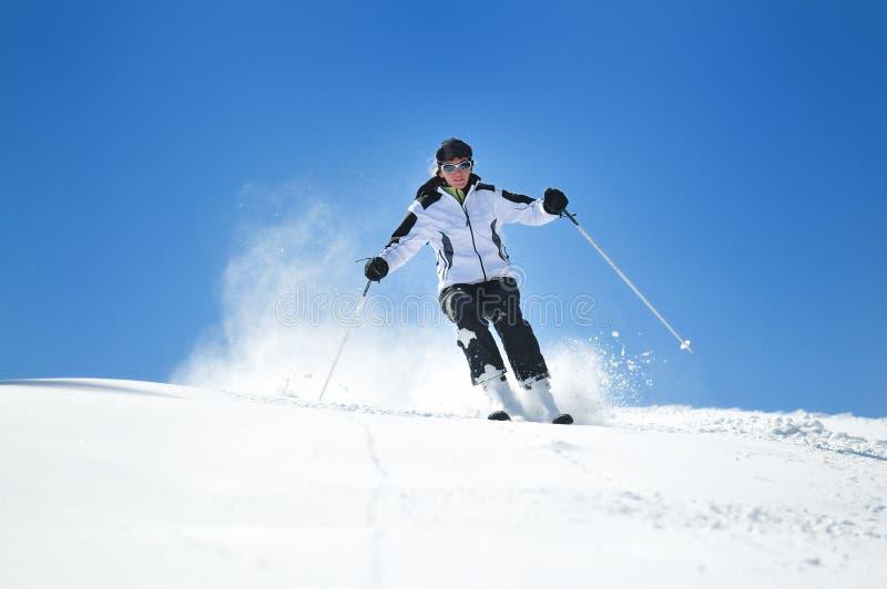 Esqui da mulher do inverno imagens de stock royalty free