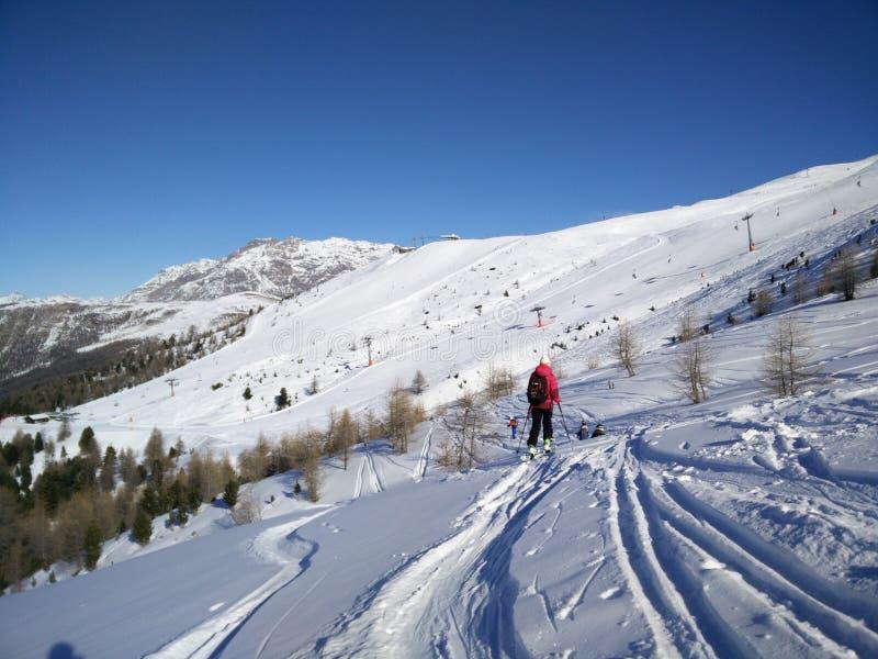 Esqui-visitando o grupo em Livigno foto de stock royalty free