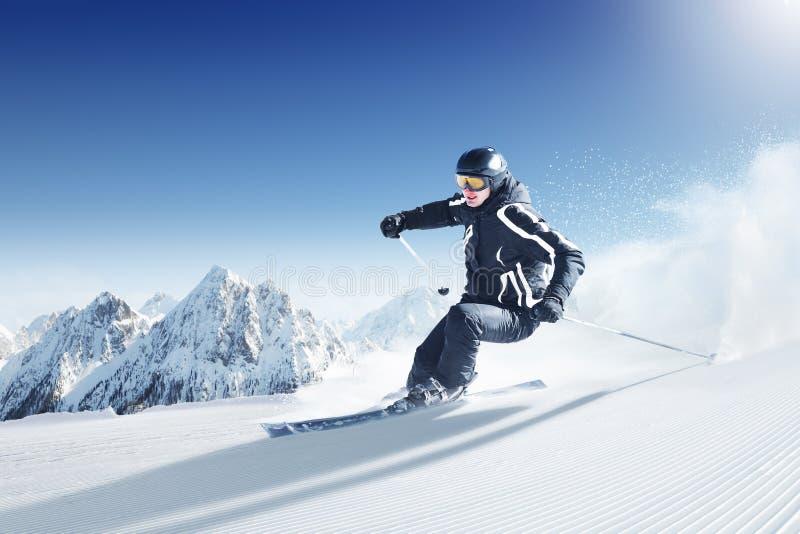 Esquiador imagen de archivo