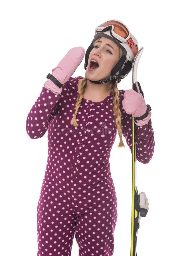 Esquiador atractivo de la muchacha en el fondo blanco imágenes de archivo libres de regalías