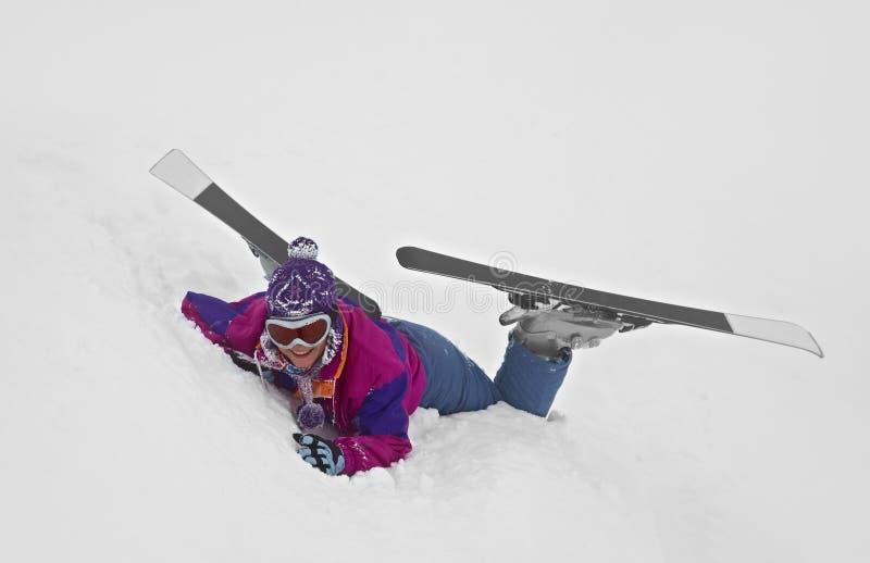 Esquiador caido imagenes de archivo