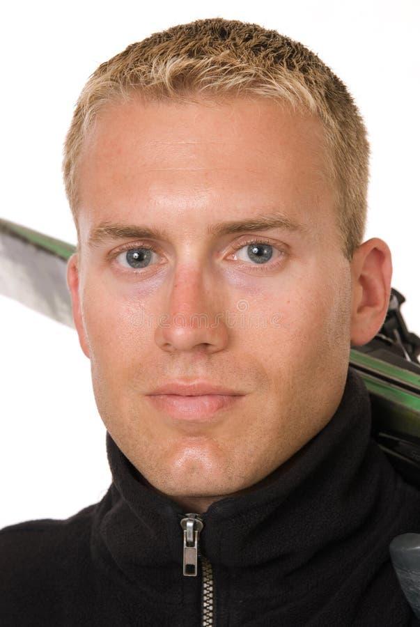 Esquiador de sexo masculino hermoso foto de archivo
