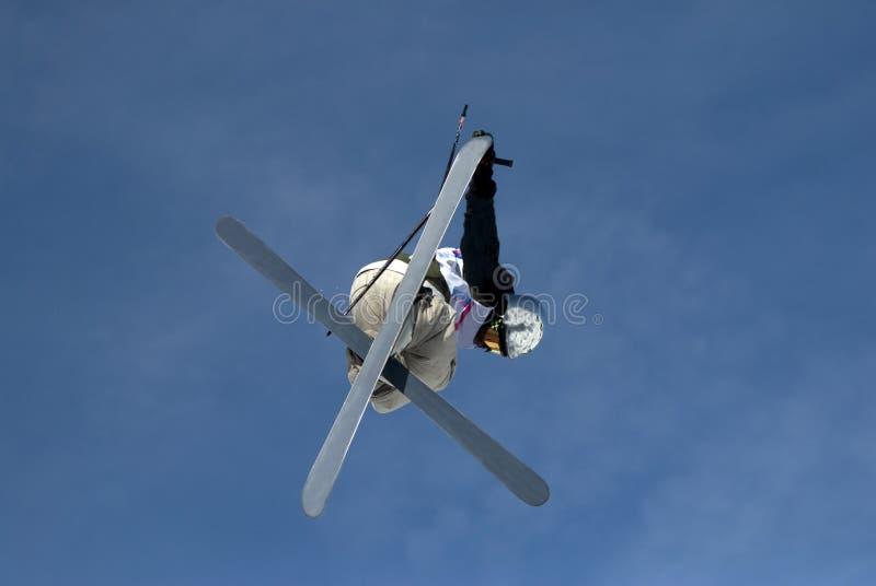 Esquiador do estilo livre em arcos dos les imagens de stock royalty free