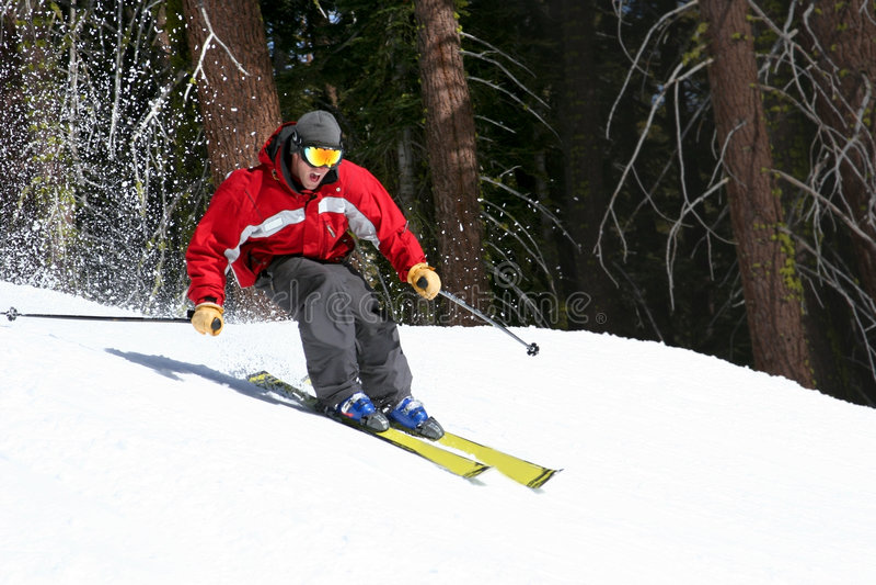 Esquiador en una cuesta fotos de archivo