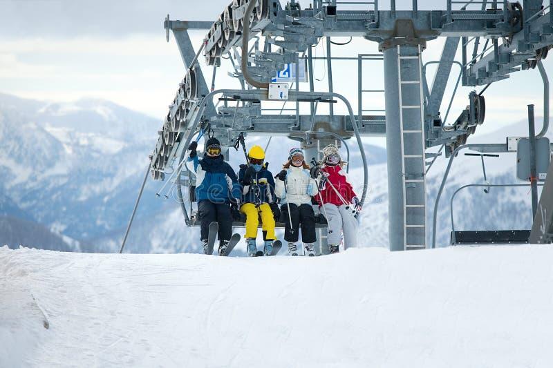 Esquiadores imagen de archivo