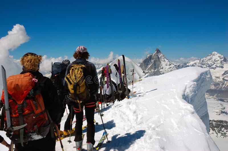 Esquiadores de Backcountry imagem de stock royalty free