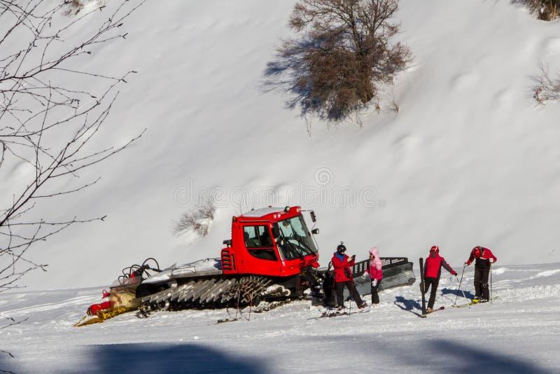 Esquiadores de Snowcat de fotografia de stock royalty free