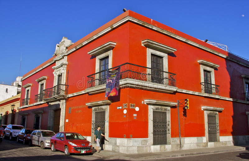 Esquina da rua vermelha Oaxaca, México fotografia de stock royalty free