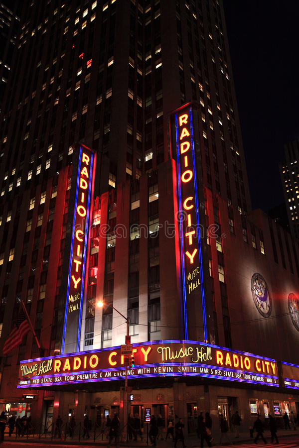 Esquina de radio teatro de variedades la ciudad fotografía de archivo