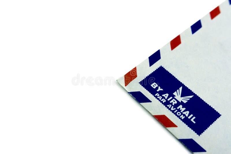 Esquina de un sobre viejo con el logotipo del correo aéreo imagenes de archivo
