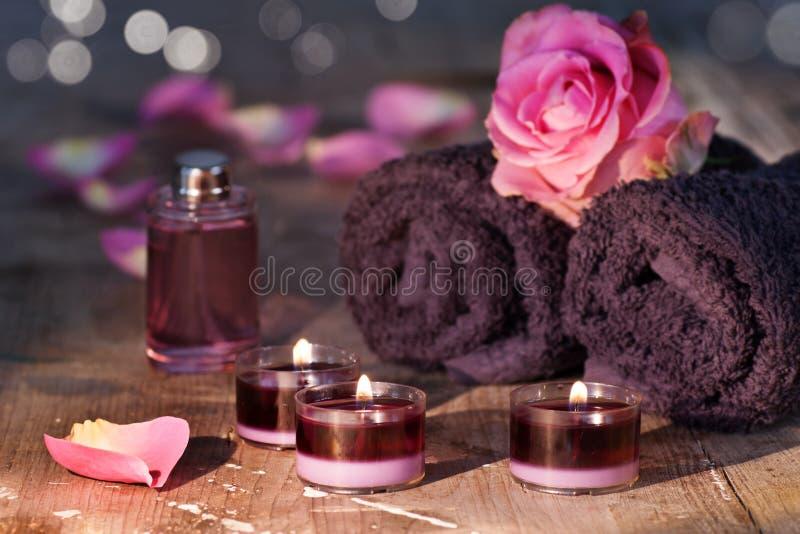 Essência de Rosa com almofariz imagens de stock royalty free