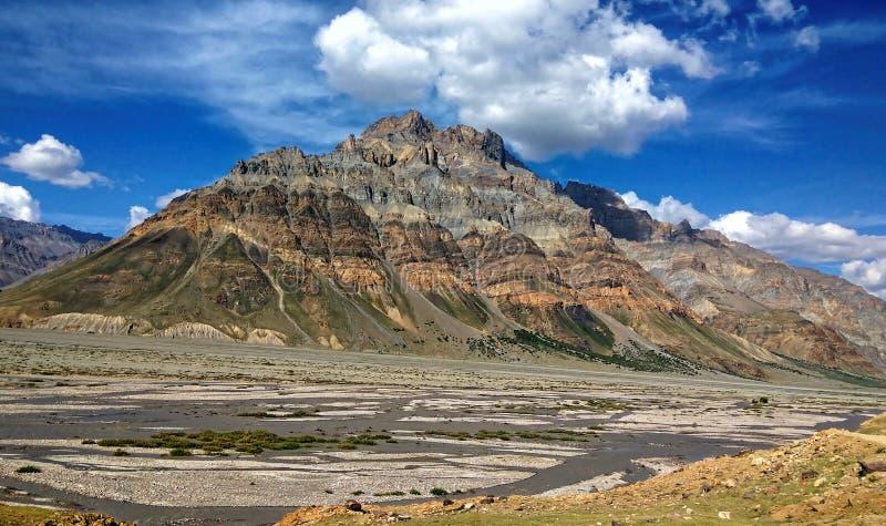 Essência pitoresca do deserto frio nos Himalayas imagens de stock royalty free