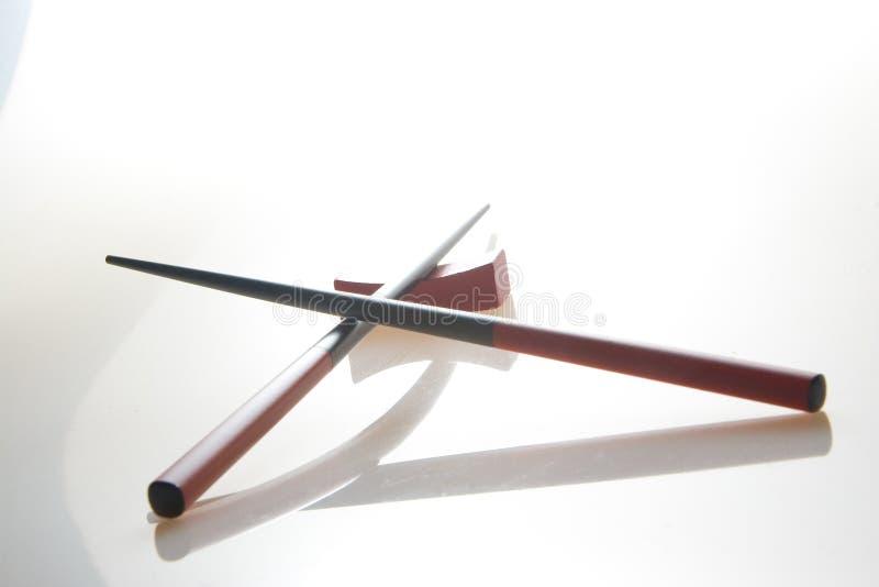 Ess-Stäbchen und Halterung stockfotos
