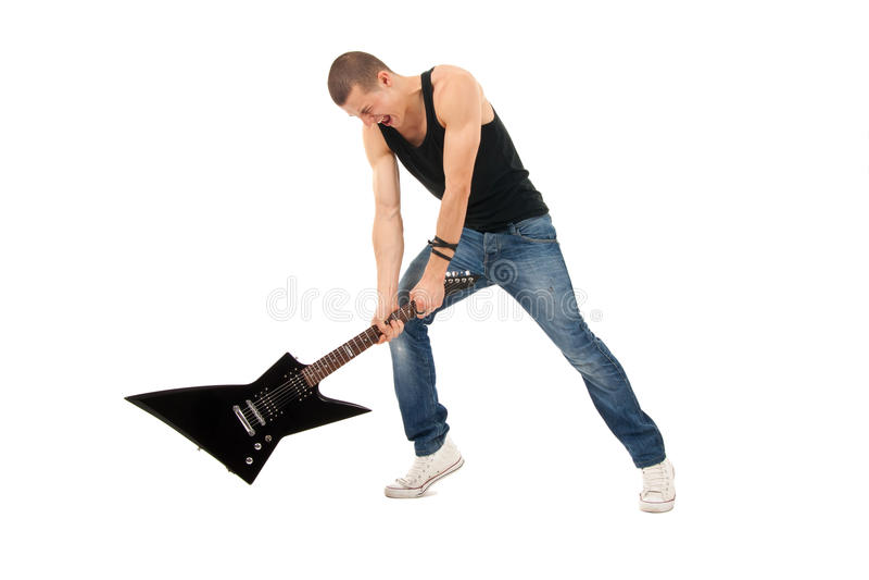Essai de casser une guitare photo stock