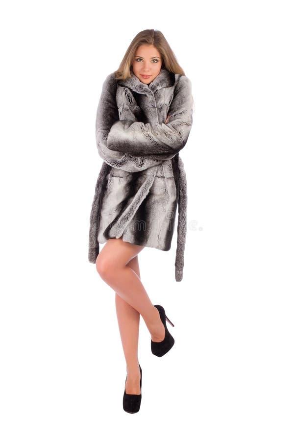 Essai de secousse de femme de réchauffer sur le manteau de fourrure images libres de droits