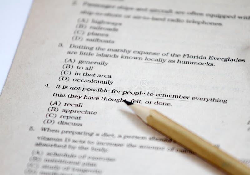 essai L'essai anglais choisissent la bonne réponse Bordereau de contrôle de grammaire anglaise Examen d'essai de choix multiple p photo stock