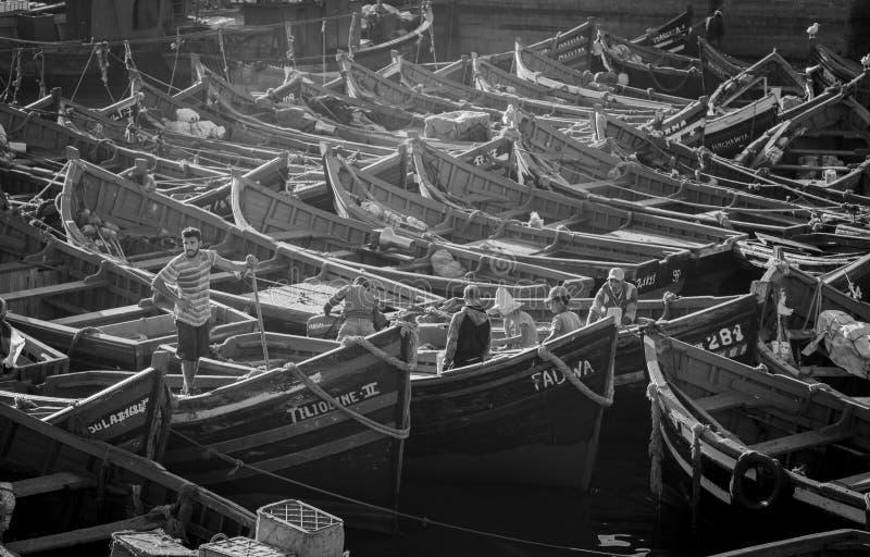 Essaouira, Marokko - Januari 8, 2017: Boten op de haven van de stad stock foto's