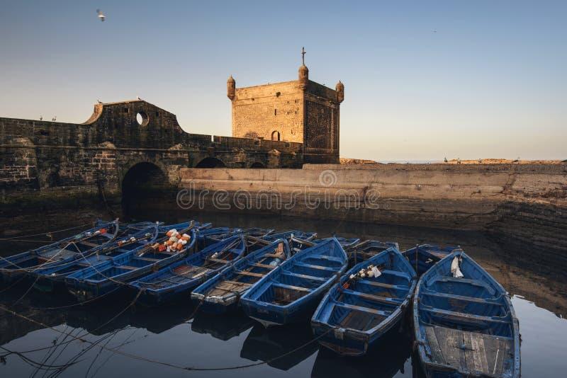 Essaouira port w Maroko Błękitne łodzie rybackie Essaouira obraz royalty free