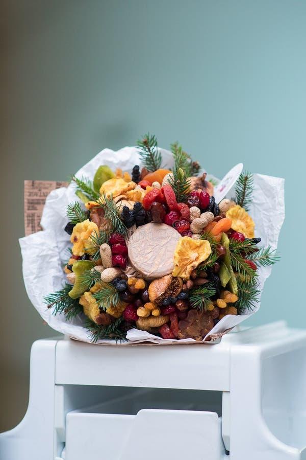 Essbare Vorbereitungen, vegatable Blumenstrauß der essbaren Frucht lizenzfreies stockbild