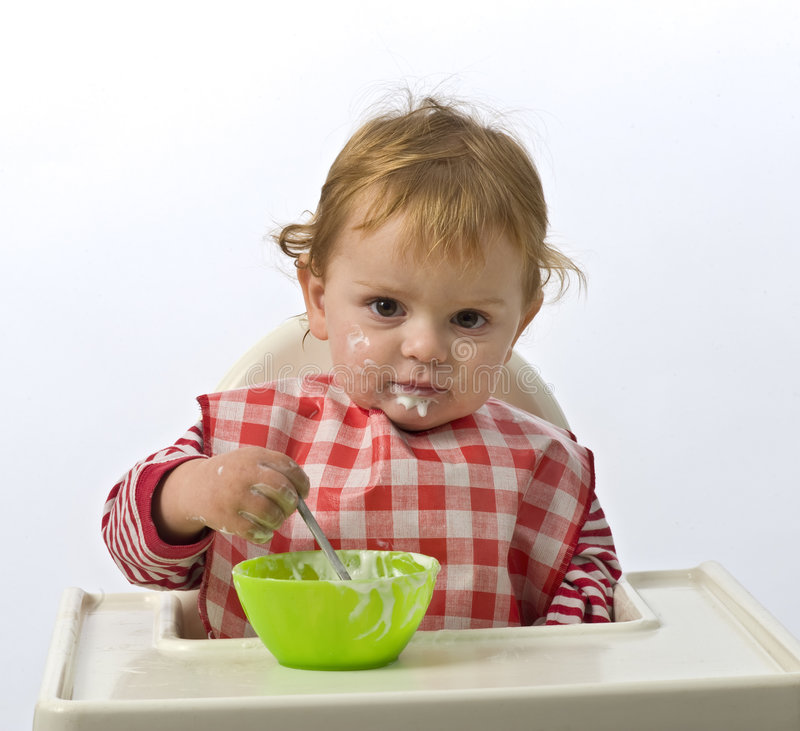 Essen des jungen Kindes lizenzfreie stockfotos