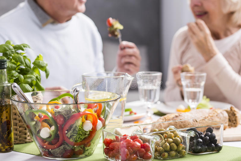 Essen gesund, fühlend gut lizenzfreie stockfotografie