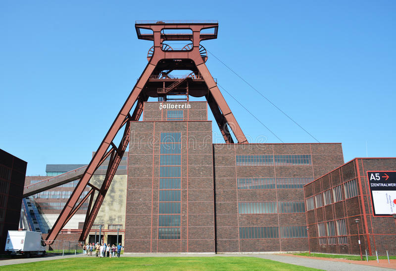essen L'Allemagne - 13 août 2015 : Le complexe industriel de mine de charbon de Zollverein, un grand ancien site industriel images stock