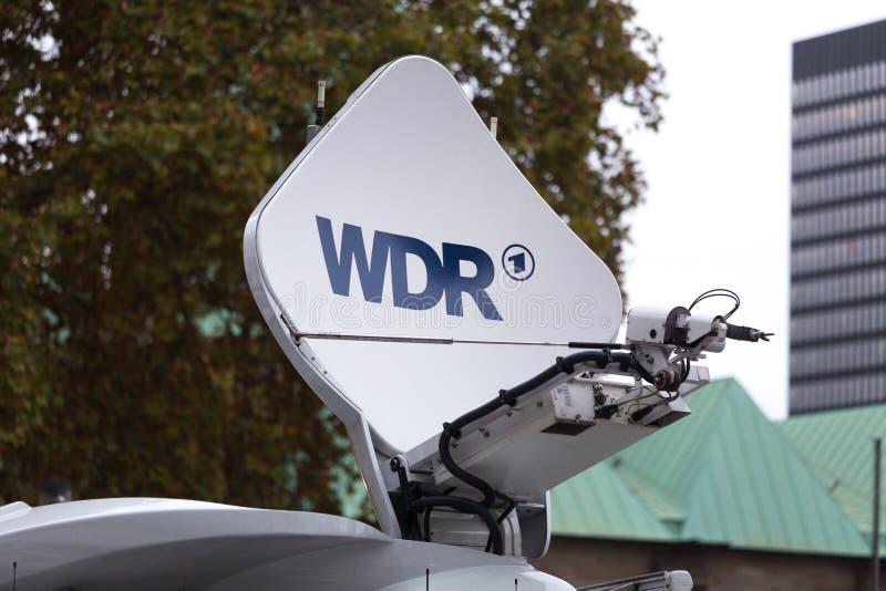 Essen Północny Westphalia, Germany,/- 18 10 18: wdr znak na mobilnej antenie w Essen Germany obraz royalty free