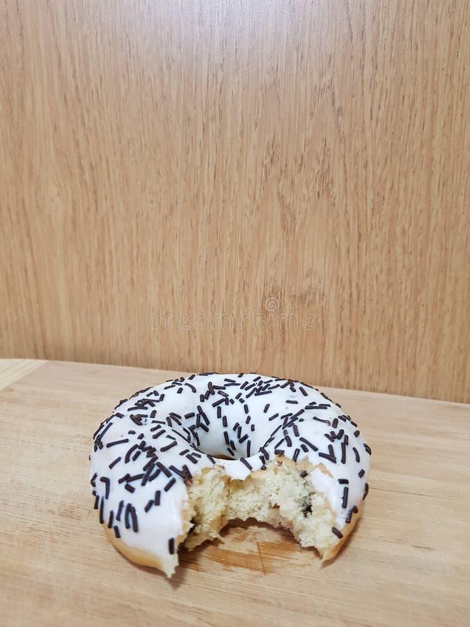 Essen Sie den Donut stockfoto