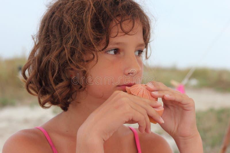 Essen Sie ein Sandwich mit Wurst stockfotografie