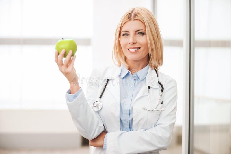 Essen Sie gesundes! lizenzfreie stockfotografie