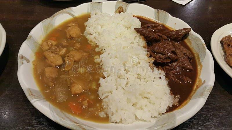 Essen von Sushirollen Japanisches Lebensmittelrestaurant lizenzfreies stockbild