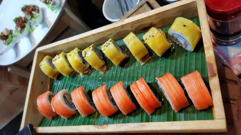 Essen von Sushirollen Japanisches Lebensmittelrestaurant stockbilder