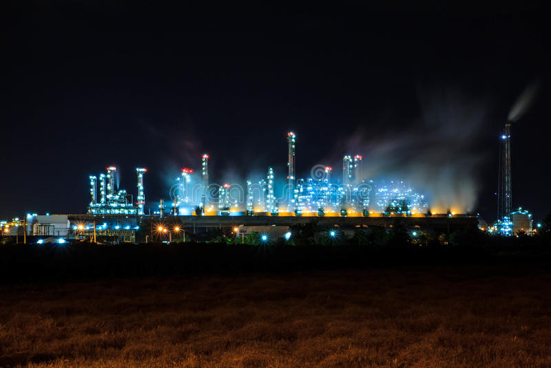 Essence de raffinerie de pétrole image stock