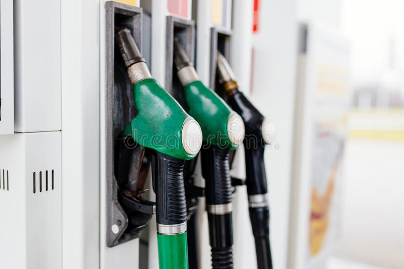 Essence et distributeur diesel image stock