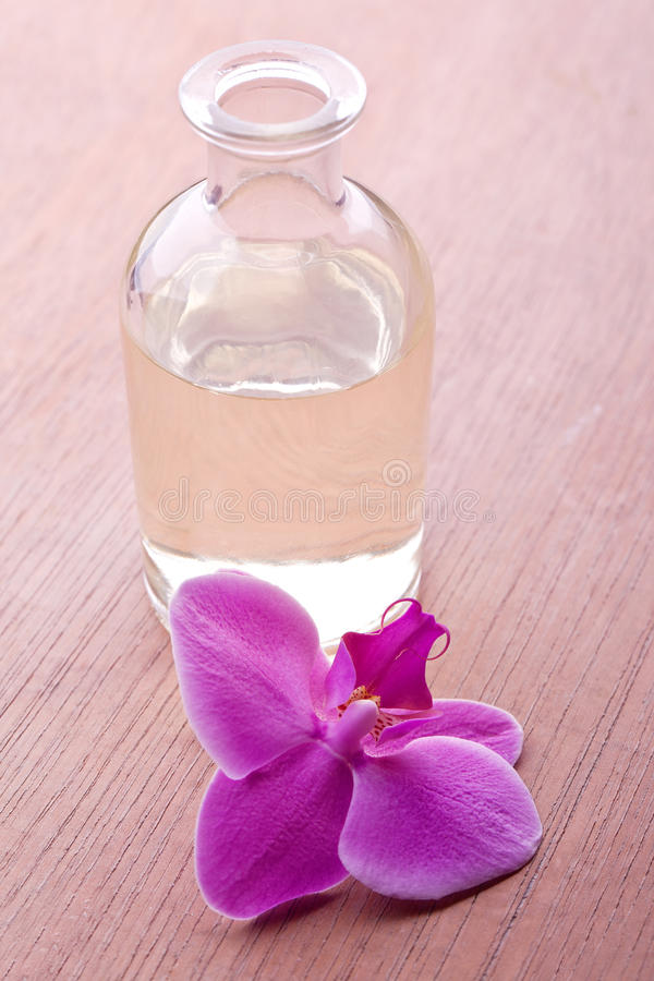 Essence saine de bien-être d'orchidée photo stock