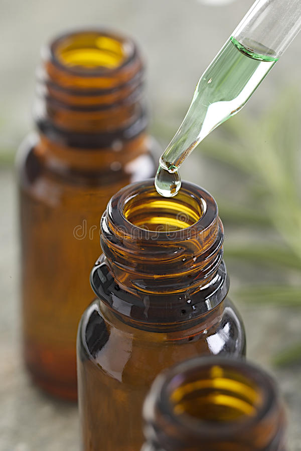 Free Essential Oils - Drop Down A Pipette Royalty Free Stock Photo - 34447555
