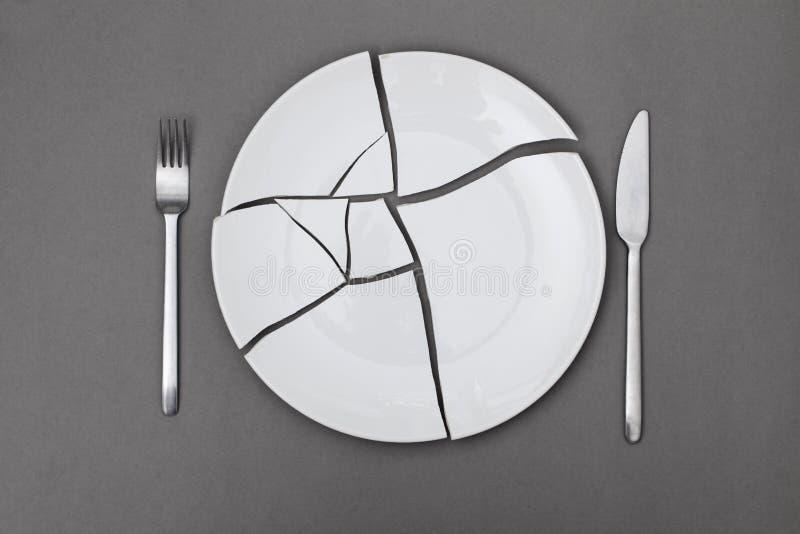 Essere a dieta rotto del piatto immagini stock libere da diritti