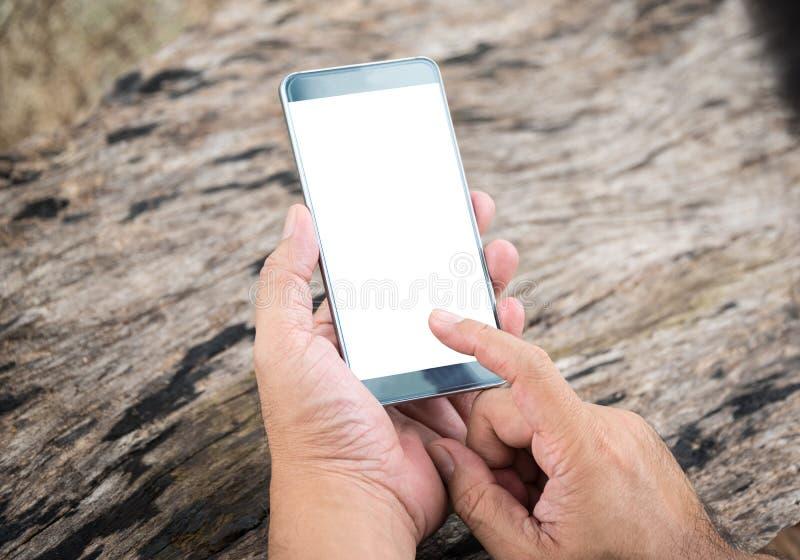 Essere umano che per mezzo di uno Smart Phone fotografia stock libera da diritti