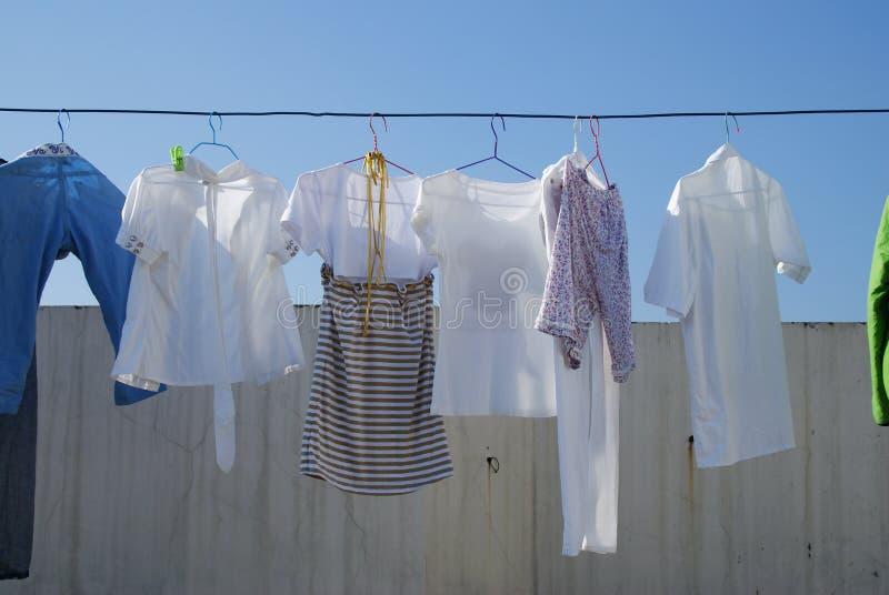 essiccamento dei vestiti immagini stock libere da diritti