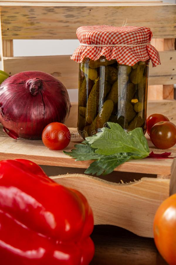 In Essig eingelegt und Gemüse lizenzfreie stockfotos