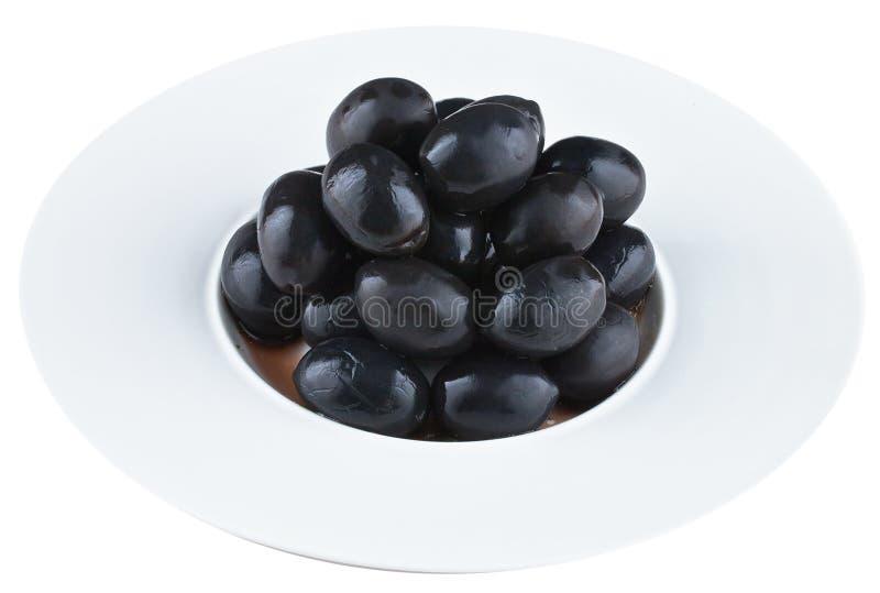 In Essig eingelegte Oliven in der weißen Platte stockbilder