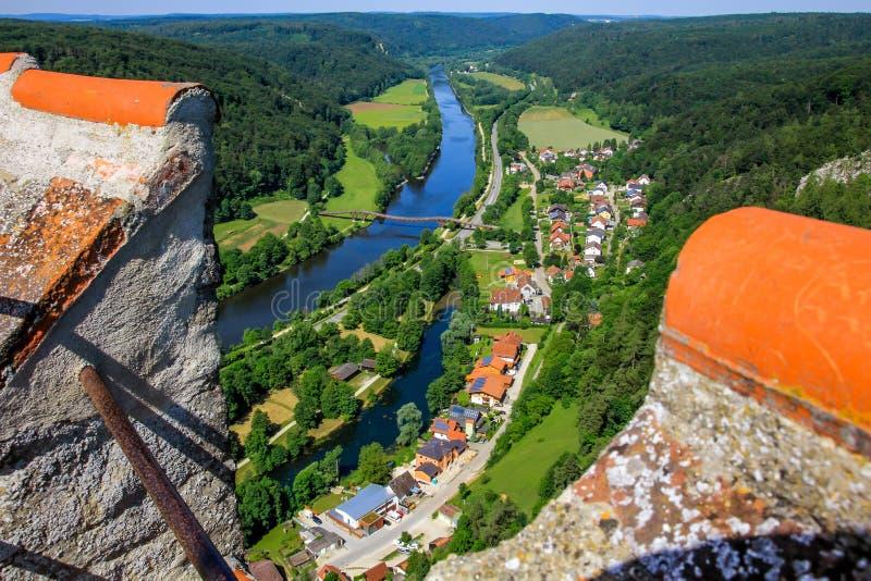 Essing Deutschland, Altmuehl-Tal, Draufsicht vom Schloss stockbild