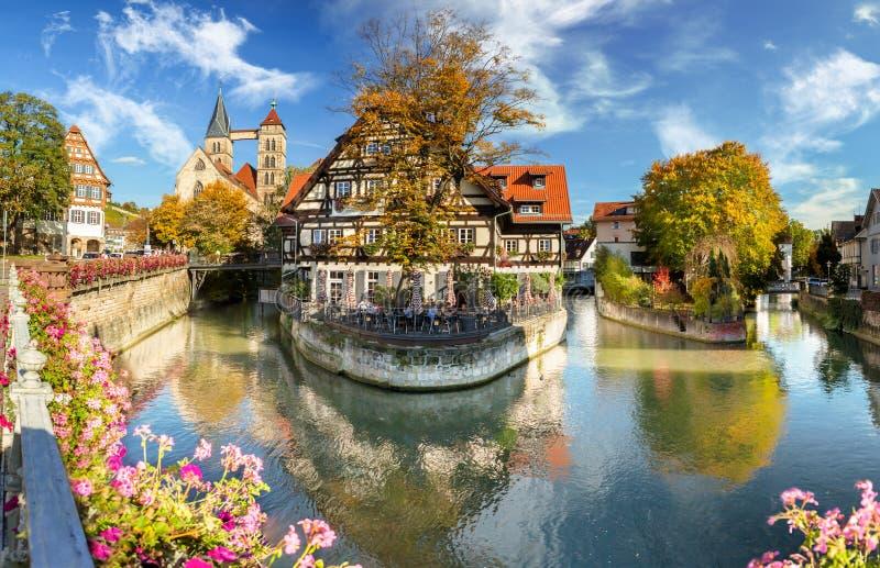 Esslingen morgens Neckar, Deutschland, szenische Ansicht der mittelalterlichen Stadtmitte lizenzfreies stockbild